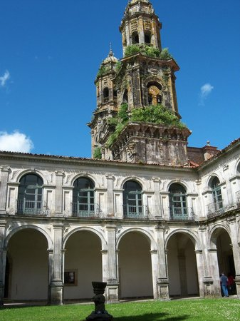 Monasterio Cisterciense de Santa María de Sobrado: Inside the cloister