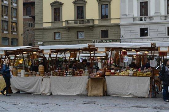 Piazza della Repubblica: Ярмарка на площади