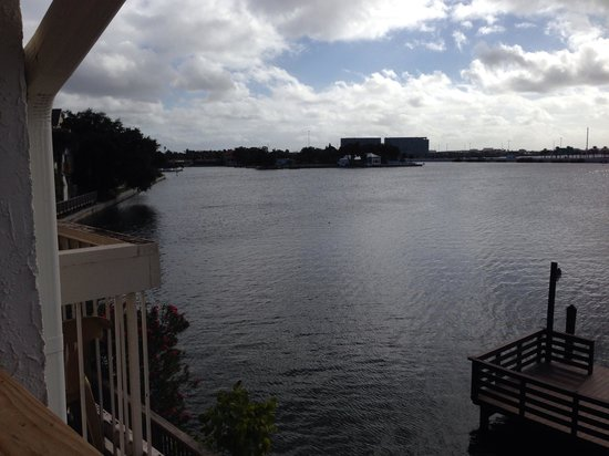 Chase Suite Hotel- Tampa: Another shot from our room, northern Tampa bAy