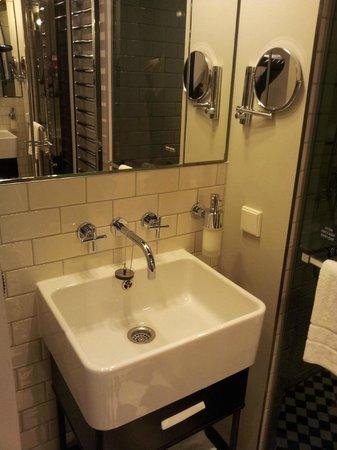 Hotel MANI: Sink area