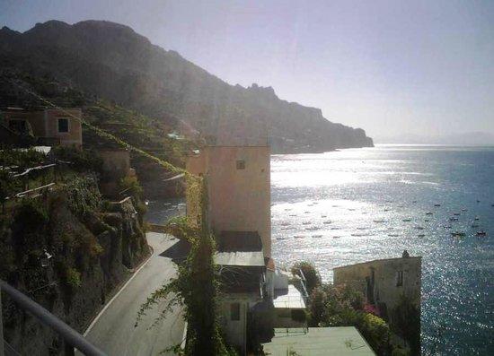 E Poi Ravello : Vista della baia dal terrazzo