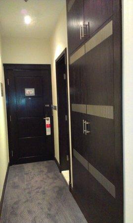 Copthorne Hotel Doha: entrance to room