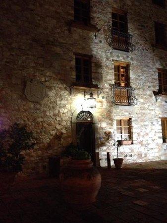 Villa Corte Degli Dei: il castello