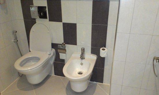 Copthorne Hotel Doha: bathroom