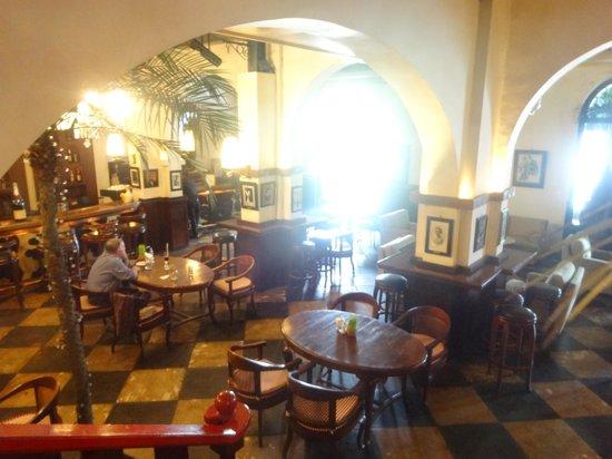 Cafe Batavia: Bar area