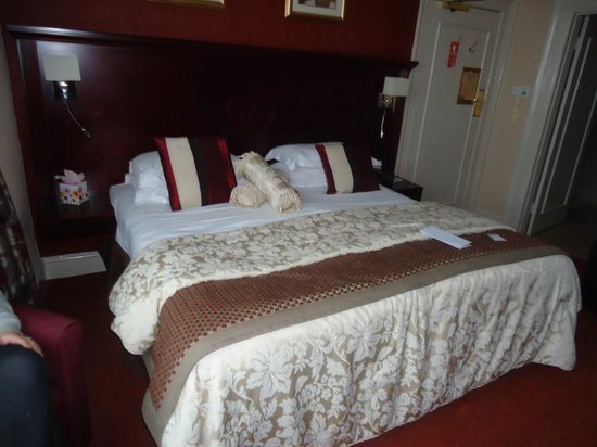 The Crown Spa Hotel: Super king size bed