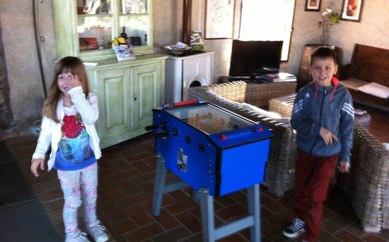 Salvadonica - Borgo Agrituristico del Chianti: Дети играют в футбол