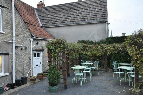 Sweetapples Teashop: A small garden for summer days