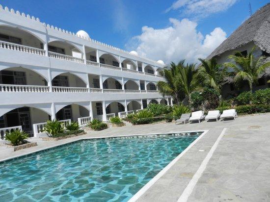 Jacaranda Beach Resort : esterno delle camere del Jacaranda
