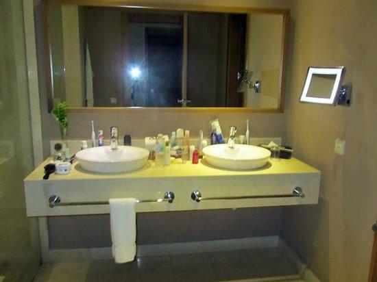 Secrets Royal Beach Punta Cana: komfortabler Waschtisch
