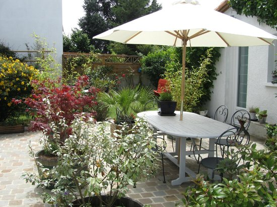 Chambres hotes courteline b b saint herblain france for Chambre d hote trets 13
