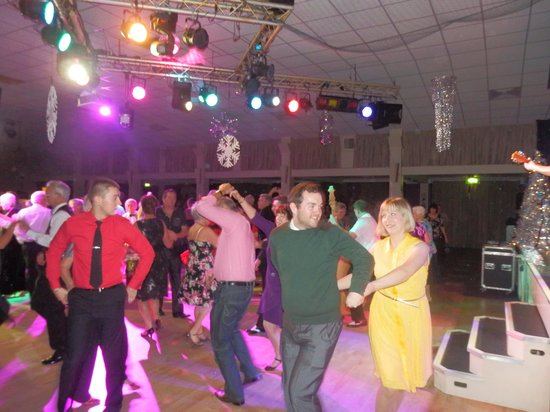 Warner Leisure Hotels Bembridge Coast Hotel: Dancing the night away.
