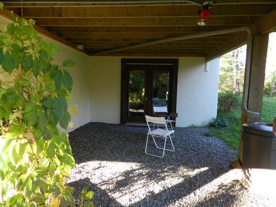 Le Domaine du Lac Saint Charles: Sitzgelegenheit vor unserem Zimmer