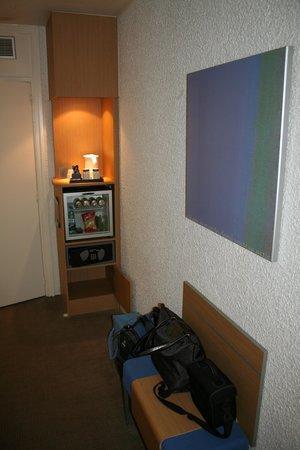 Hotel Novotel Aix en Provence Pont de L'arc Fenouilleres: Chambre spacieuse.