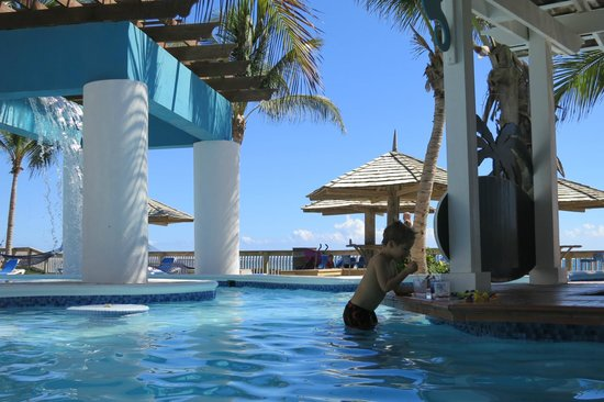 Coconut Bay Beach Resort & Spa: Kids loved the pool bar (so did Dad!)