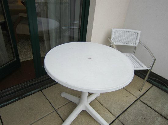 Steigenberger Hotel and Spa: table/chair on outside patio