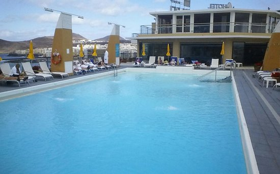 Reina Isabel Hotel: roof top pool