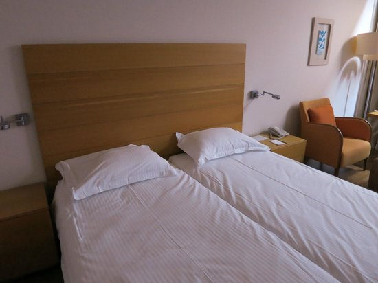 Alion Beach Hotel: Double bed