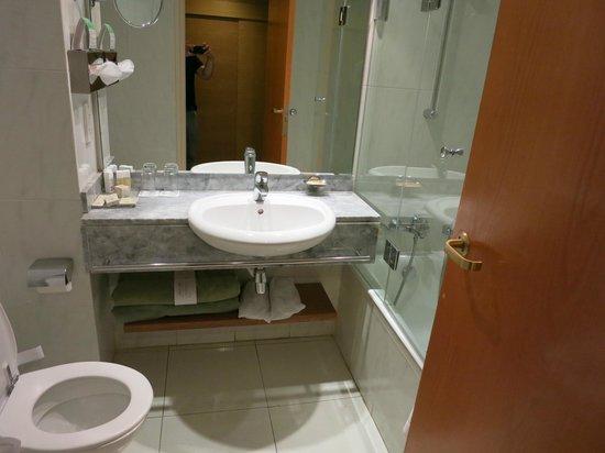 Alion Beach Hotel: Bathroom
