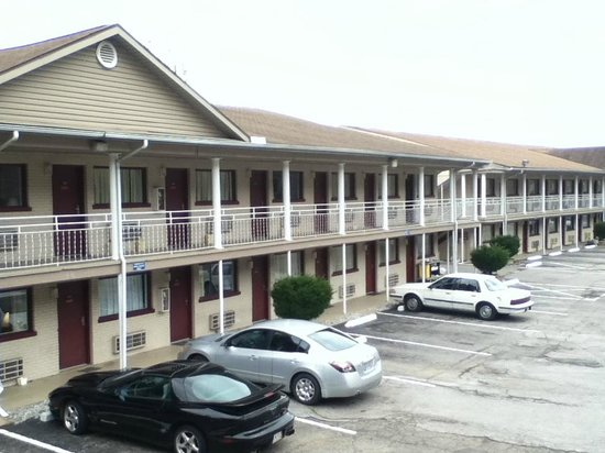 Americas Best Value Inn - St. Albans / South Charleston: Park and walk right into your room.