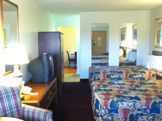 Americas Best Value Inn - St. Albans / South Charleston : Kitchenette, Double Beds