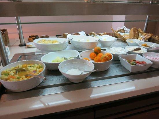 Alion Beach Hotel: Breakfast