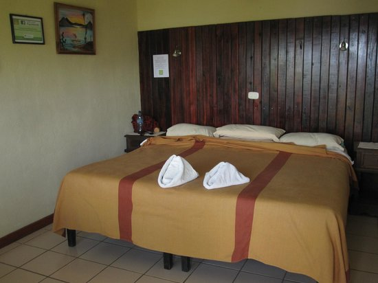 Hotel Sakcari : This bed is spacious!