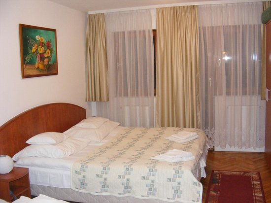 Hotel Pension Helios: Double bed