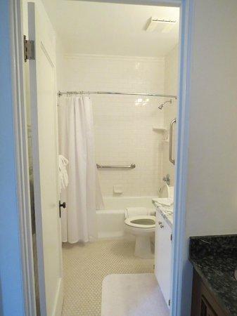 Arizona Inn : Bathroom