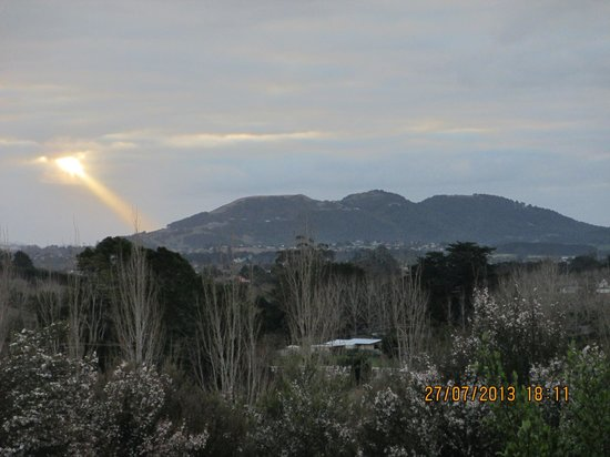 Abbey B & B : Celestial spotlight over Mt.Parakiore
