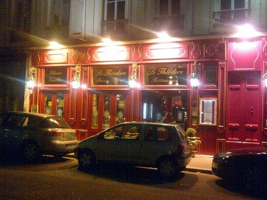 Le Theodore: Outside restaurant
