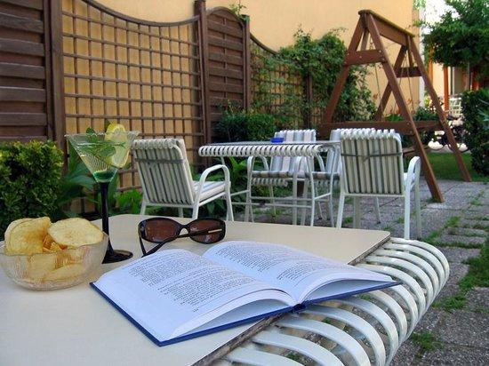 Hotel Olimpia: Giardino