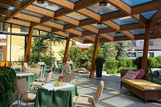 Hotel Olimpia: Veranda
