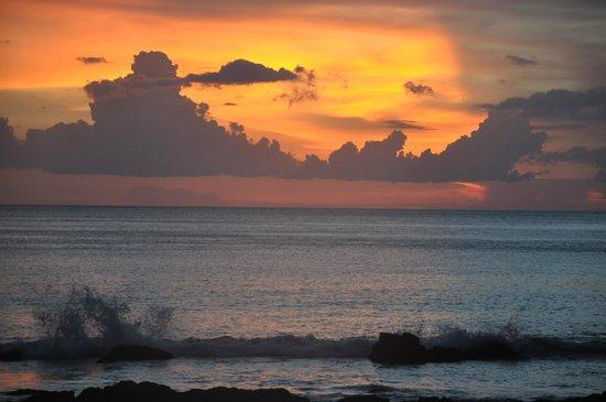 LaLaanta Hideaway Resort: sun set