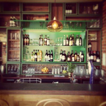 Esplanade Restaurant: Esplanade bar