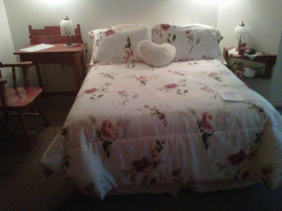 Auberge Douceurs Belges: The bed