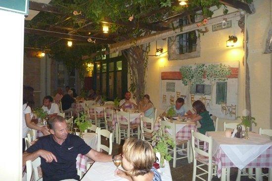 Loggia Taverna Restaurant: таверна Loggia