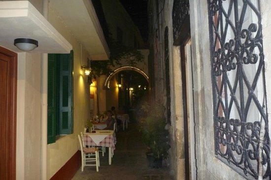 Loggia Taverna Restaurant: продолжение таверны )