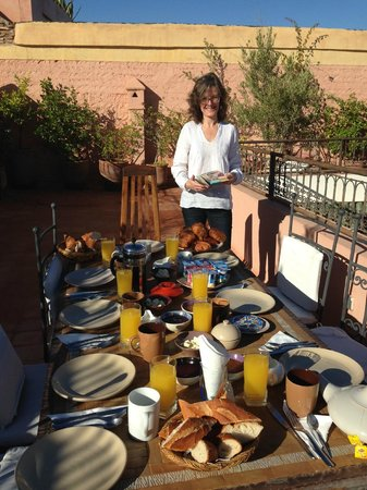 Darhani : Breakfast outside late November
