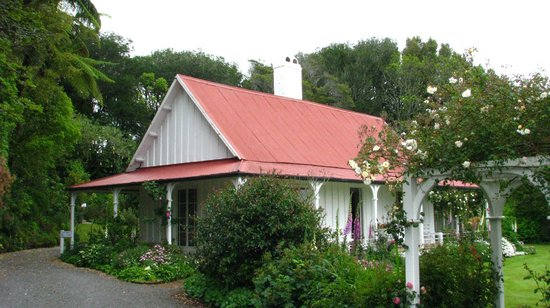 New Plymouth, New Zealand: Hurworth Cottage