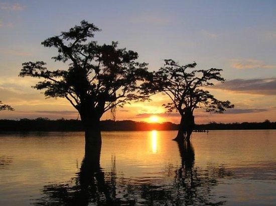 Jamu Lodge : Laguna Grande beautiful sunset