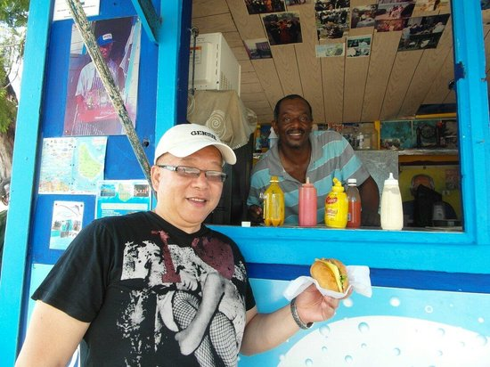 Cuz's Fish Shack: Hongie with Cuzz now firm friends....