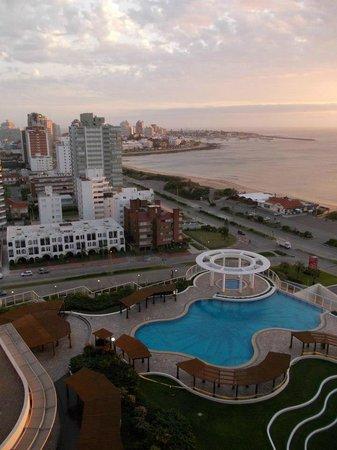 Conrad Punta del Este Resort & Casino: Linda piscina