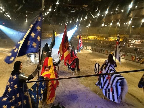 Medieval Times Buena Park : Parade of flags