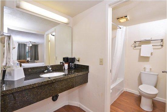 Americas Best Value Inn Hesperia: Granite vanity sinks