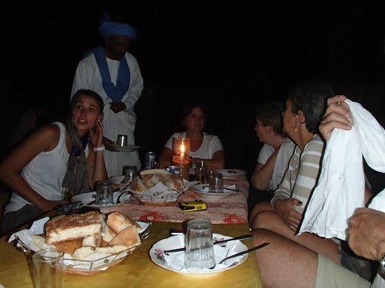Bivouac les Touareg chez Bachir: Soirée magique au Bivouac au coeur des dunes