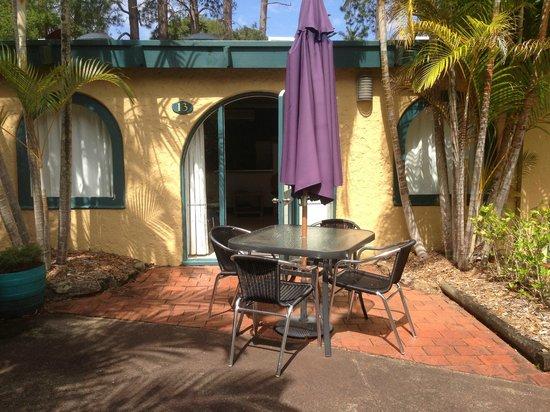 Korora Bay Village Resort : Outdoor setting at back door