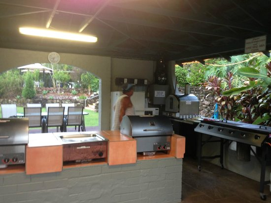 Korora Bay Village Resort : BBQ area and Pizza oven