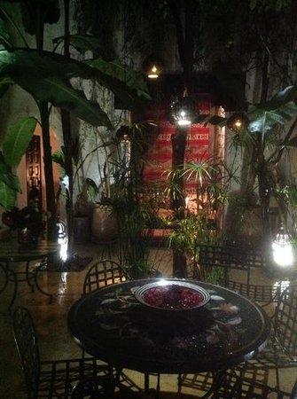 riad Tibibt : le patio un soir d hivers