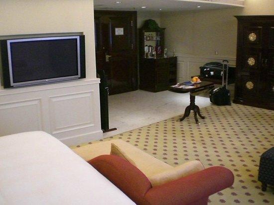 Crowne Plaza Hotel & Suites Landmark Shenzhen: Guestroom - living space